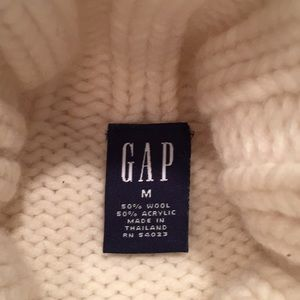 🧶GAP Cream Cable Knit Sweater